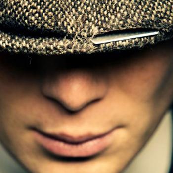 La gorra con cuchillas de afeitar de los Peaky Blinders