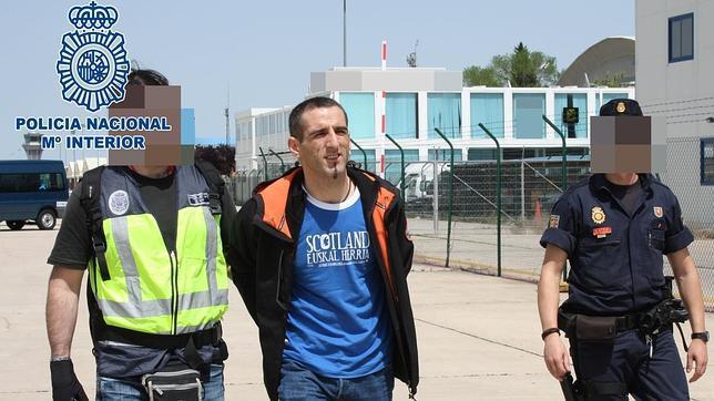 Francia entrega a España a los etarras Coello y Geresta