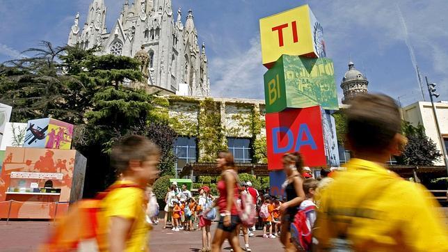 Barcelona aparca la privatización del Parque de Atracciones del Tibidabo
