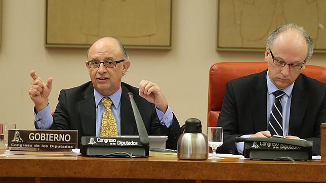 Montoro anuncia que la amnistía fiscal ha permitido aflorar al menos 40.000 millones de euros