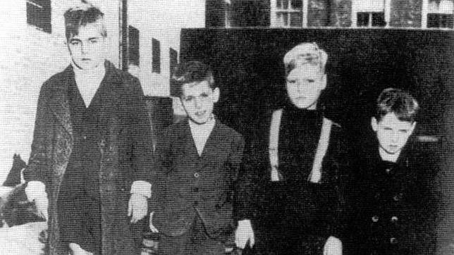 Niños de la Werwolf acusados de disparar contra tropas americanas. (Aquisgrán, 1945)
