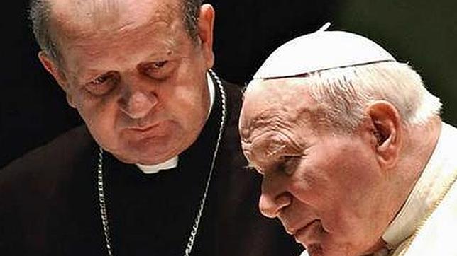 «De la cruz no se baja», afirma el que fue secretario personal de Juan Pablo II