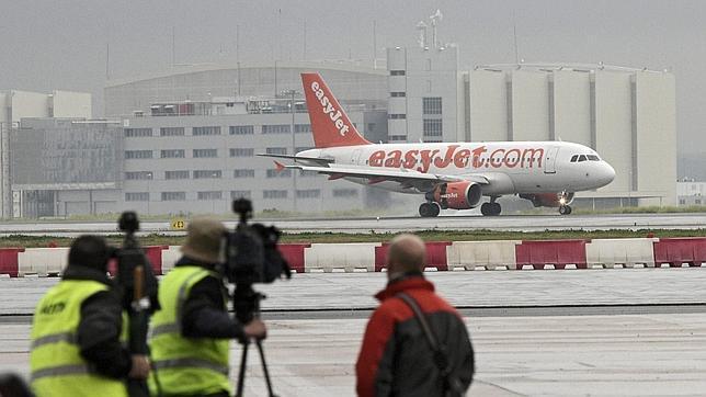 Bruselas reducirá las indemnizaciones por los retrasos en los aviones