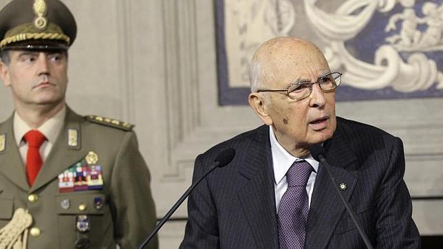 Napolitano decide hoy a quién encargar formar Gobierno en Italia
