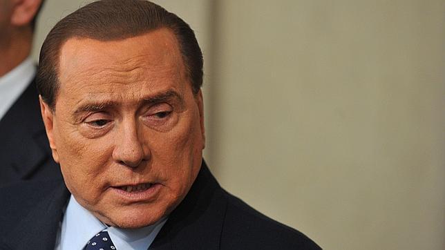 Berlusconi propone formar un gobierno de coalición con Bersani