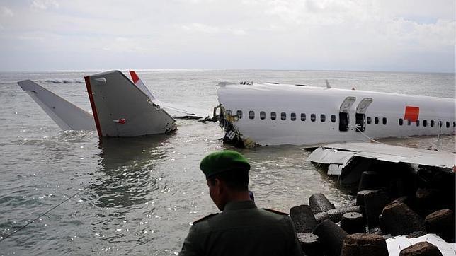 Los pilotos del avión que cayó al mar en Bali dan negativo en consumo de alcohol y drogas