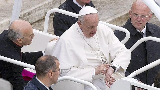El Papa Francisco pide «claridad y valentía» contra los abusos a menores