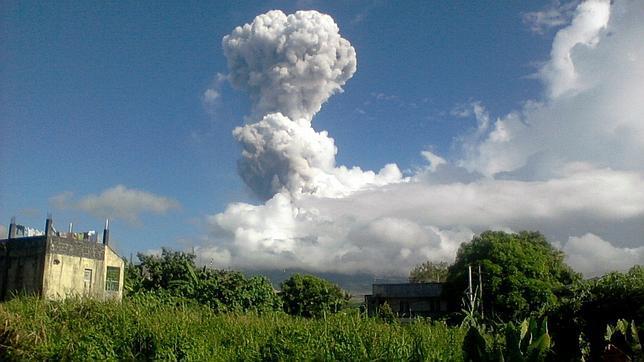 Fallece una española por la erupción del volcán Mayón