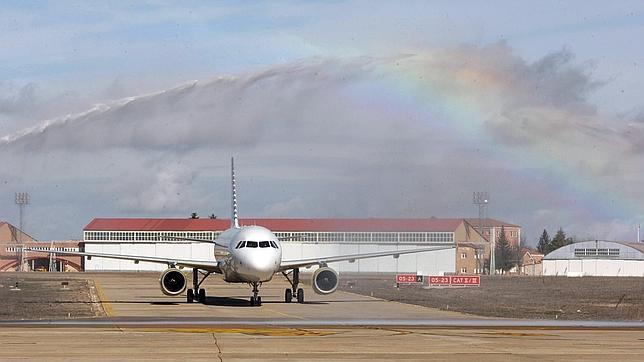 IAG cree que Vueling podría superar a Iberia en los vuelos de corto y medio recorrido