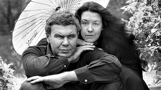 Raymond Carver junto a su segunda mujer, Tess Gallagher, a quien conoció en 1977