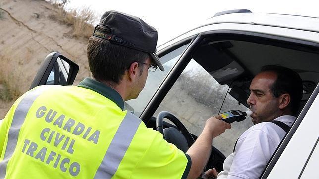 Interior confirma que estudia multar con mil euros el positivo en alcoholemia
