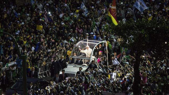 En directo: El Papa en Copacabana: «¡Bienvenidos a esta gran fiesta de la fe!»