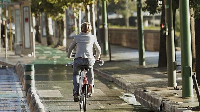 El casco en bicicleta será obligatorio en ciudad sólo para los menores de 18 años