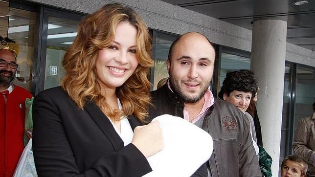 Kiko Rivera y Jessica Bueno, el día que presentaron a su hijo ante los medios