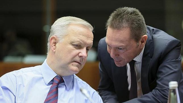 Olli Rehn junto al minsitro heleno de Finanzas, Yannis Stournaras