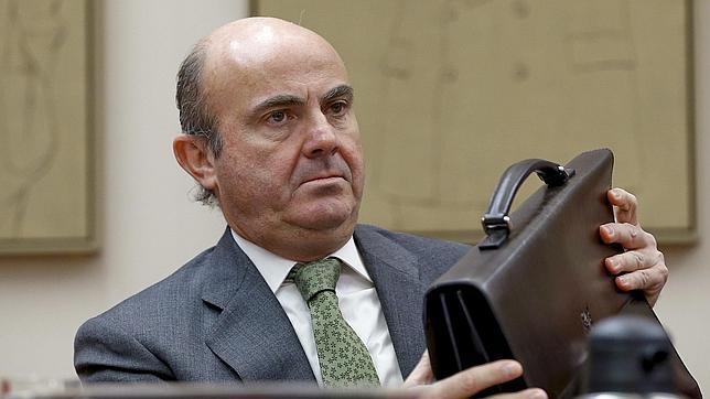 De Guindos admite una futura venta de Bankia, pero no de forma inmediata