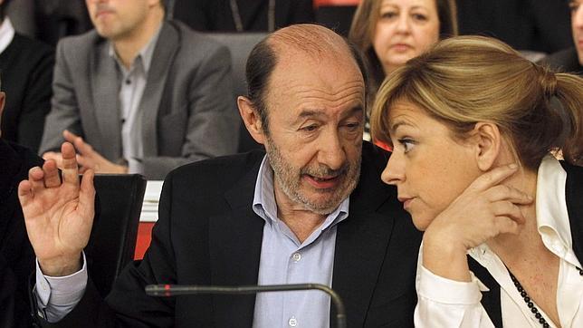 Rubalcaba insta al partido a arropar al PSC y a Pere Navarro