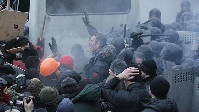 Yanukovich crea un grupo de trabajo para frenar la crisis política en Ucrania