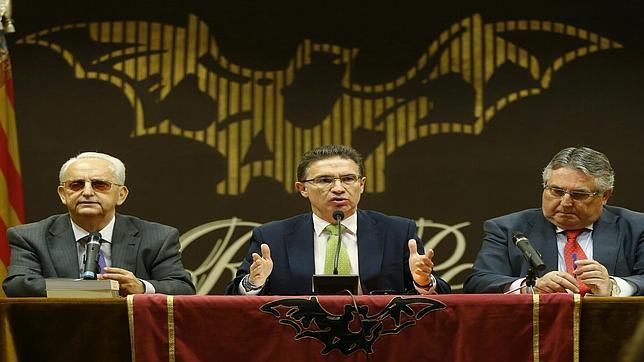 El PP acusa a la AVL de enfrentarse al «sentimiento del pueblo valenciano»