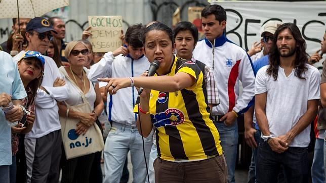Los estudiantes montan su campamento de protesta en el centro de Caracas