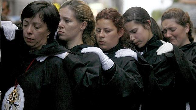 Semana Santa 2014: Cuando el peso de la devoción lo cargan ellas
