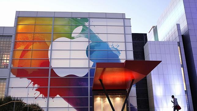 Logo de Apple en el centro Yerba Buena