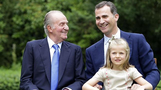 El Rey Don Juan Carlos, el Príncipe Felipe y la Infanta Leonor en verano de 2012