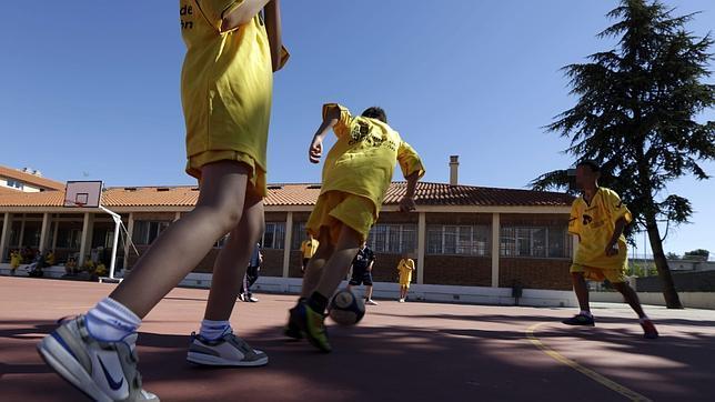 Partido de fútbol durante un campamento de verano en Valladolid