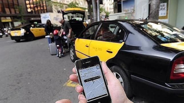 Fomento podría multar hasta con 600 euros a usuarios de Uber o BlaBlaCar