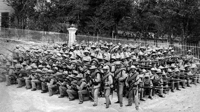 Cuba, 1896. Soldados españoles posan para el fotógrafo de ABC durante la guerra