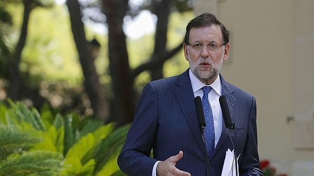 El presidente del Gobierno, Mariano Rajoy, tras su despacho con Felipe VI en Marivent