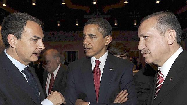 El expresidente del Gobierno español, José Luis Rodríguez Zapatero conversa con Barack Obama