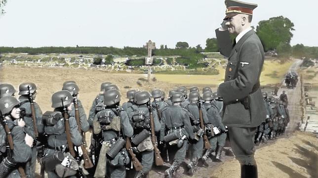 Hitler pasa revista a sus tropas en territorio polaco