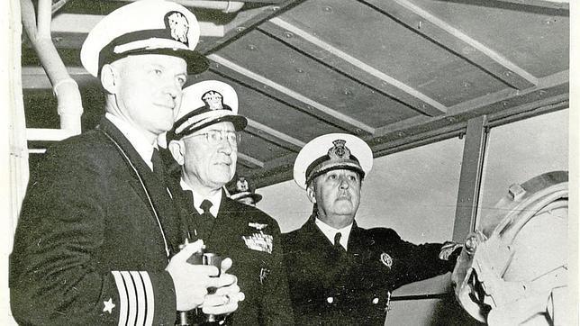 Franco en unas maniobras en 1954, junto al almirante jefe de la VI Flota