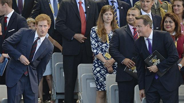 El Príncipe Enrique y el primer ministro británico David Cameron (drcha.), asistieron a la inauguración de los Juegos Invictus que se celebran en Londres, Reino Unido, este 10 de septiembre