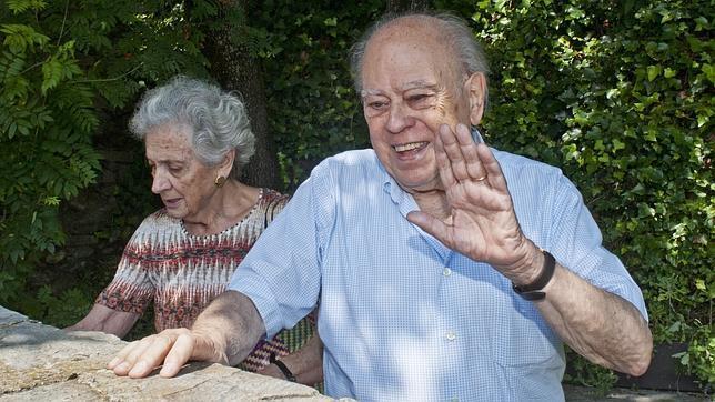 Jordi Pujol, con su esposa Marta Ferrusola en el municipio gerundense de Queralbs
