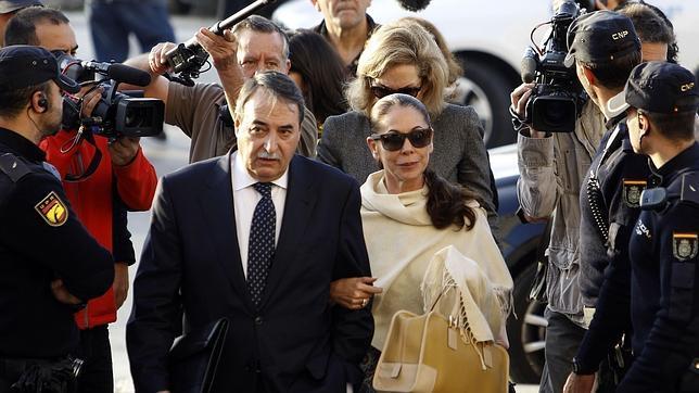 Isabel Pantoja a su llegada a los juzgados