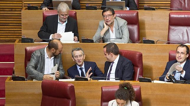 Varios diputados del PSPV, ayer en las Cortes