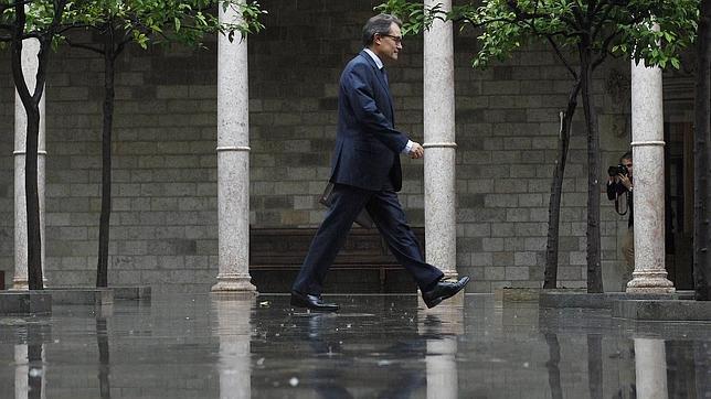 Artur Mas ignora la tormenta política y jurídica