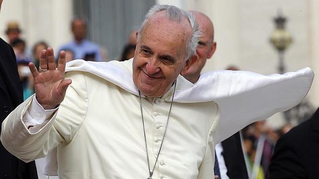 El Papa Francisco saluda los fieles en la audiencia general de este miércoles