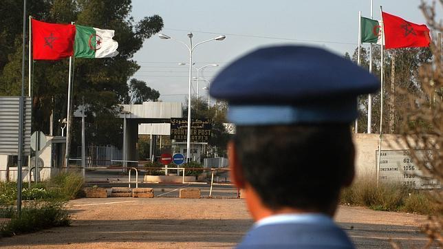 Fotografía de 2005 de la frontera entre Marruecos y Argelia que permanece cerrada desde 1994