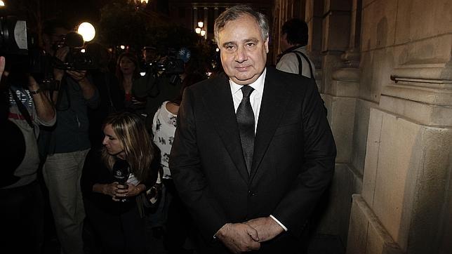 FernandoFitz-James Stuart ha atendido a la prensa a las puertas del Ayuntamiento de Sevilla