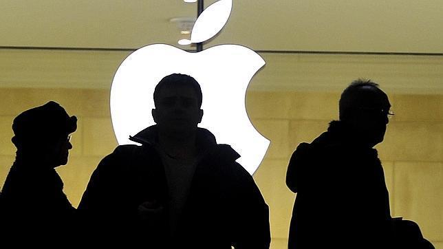 Clientes en una tienda Apple de Nueva York