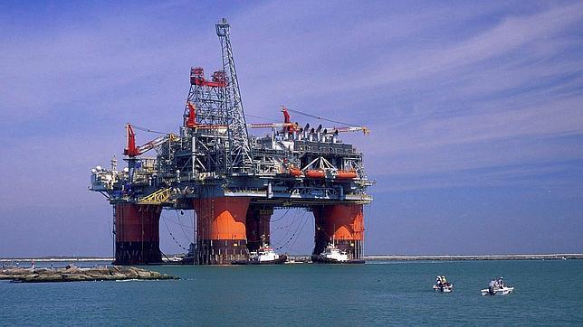 Fotografía de archivo de la British Petroleum de una refinería en el Golfo de México