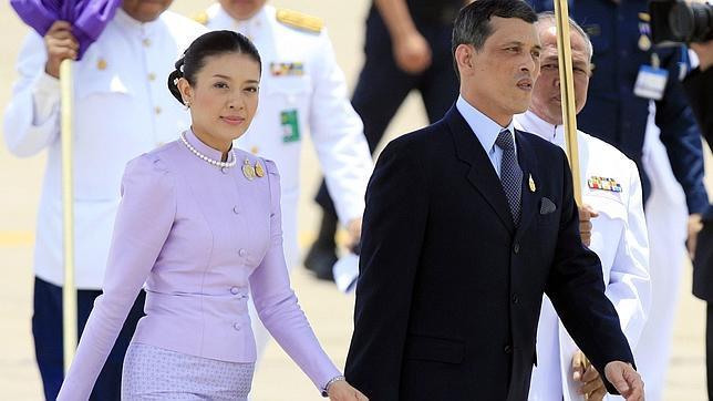 El Heredero taliandés, Maha Vajiralongkorn, y su (tercera) exesposa en una imagen de 2006