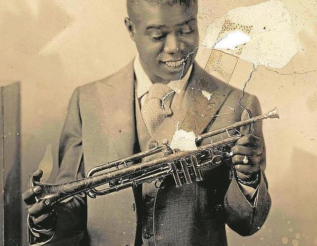 Louis Armstrong, fotografiado después de salir, en 1922, de Nueva Orleans. Se desconoce la fecha de la imagen