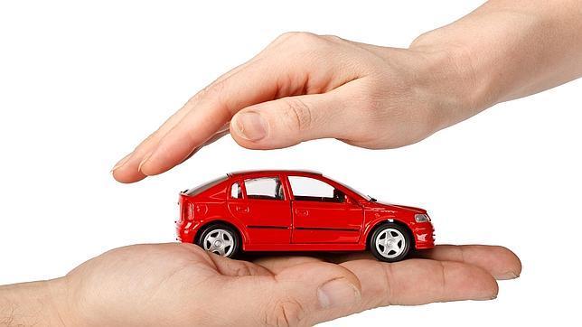 Los precios de los seguros de automóvil han descendido ligeramente en 2014. La previsión apunta a que de nuevo lo harán en 2015.