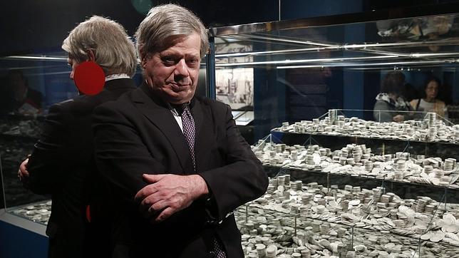 James Goold, el abogado estadounidense que ganó el caso Odyssey para España, junto a la plata de la Mercedes