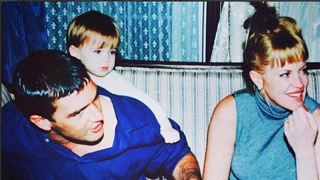 La pareja en 1997, cuando eran felices junto a su hija Stella del Carmen