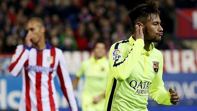 Neymar celebró así uno de sus goles en el Calderón